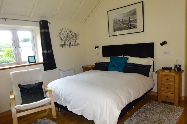 bedroom2-new-10775FDBE-8962-2450-BEFB-8286A124C114.jpg